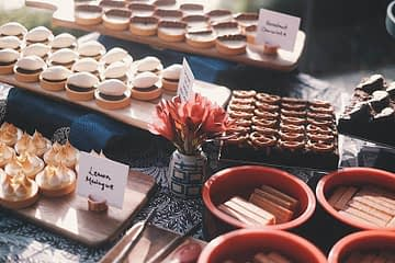 SUZETTE dessert table
